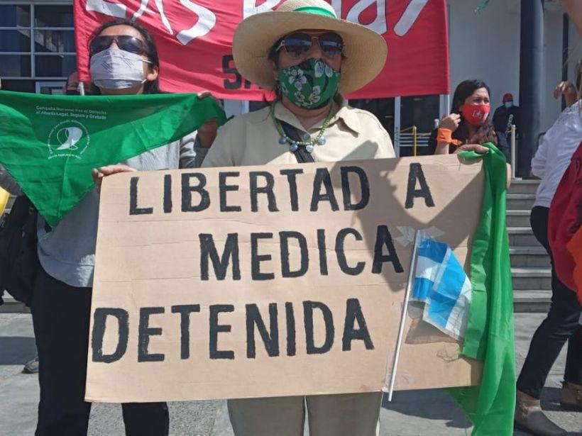 médica detenida por practicar aborto