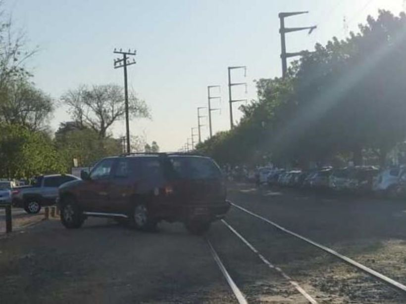 estacionaron en las vías del tren